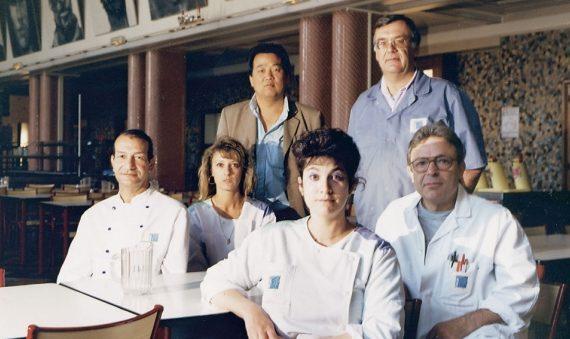 les-nouveaux-commanditaires-staff-of-the-maret-university-restaurant-(with-artist-yan-pei-ming)-dijon-(fr)-1992